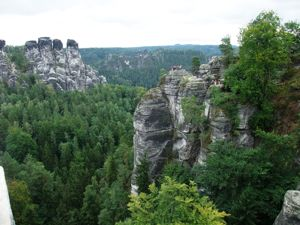 [Photo Bastei_Blick_auf_Felsenburg_Neurathen_DSCF0210]